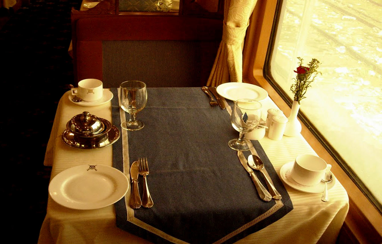 other facilities of deccan odyssey train